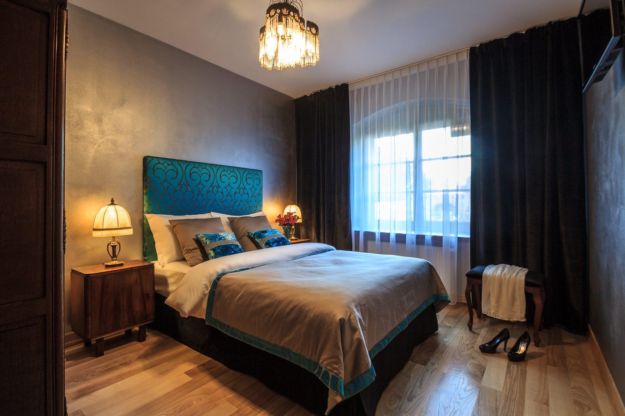 hotelova_postel